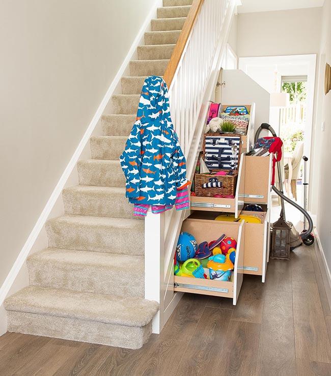 tận dụng không gian dưới cầu thang